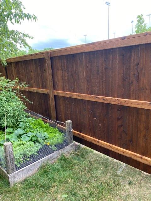 6' capped cedar fence 4